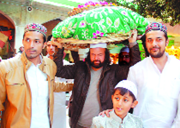 hans-raj-hans-at-sufi-saint-khwaja-moinuddin-chishty-shrine-in-ajmer