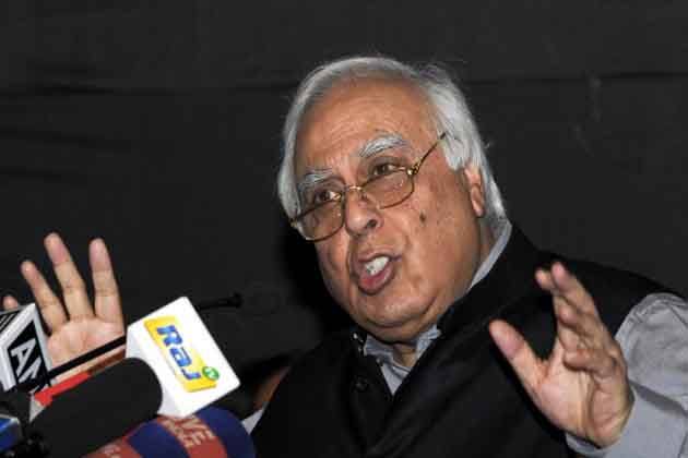 NEW DELHI, INDIA  NOVEMBER 28: Union Minister Kapil Sibal addressing a press conference in New Delhi.(Photo by Yasbant Negi/India Today Group/Getty Images)