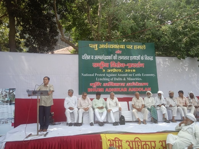 leaders addressing the rally to condenme bjp govt